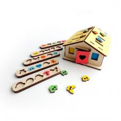 Развивающие игрушки  домик сортер